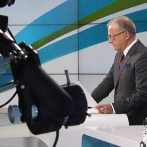 Uutisankkuri Matii Rönkä juuri ennen lähetystä.