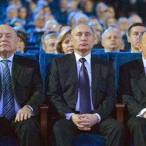 Venäjän presidentti Vladimir Putinin oikealla puolella kuvassa istuva turvallisuuspalvelun johtaja Aleksandr Bortnikov on yksi EU:n pakotelistalle asettamista venäläisistä.