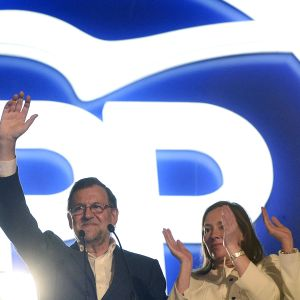 Mariano Rajoy juhlii vaalivalvojaisissa Madridissa.