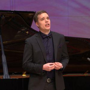 Baritoni Toni Punkeri esiintyy Lappeenrannan laulukilpailuissa.