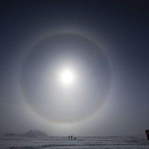 Säteilymääriä mitataan Glaciar Union -tutkimusasemalla Etelämantereella.