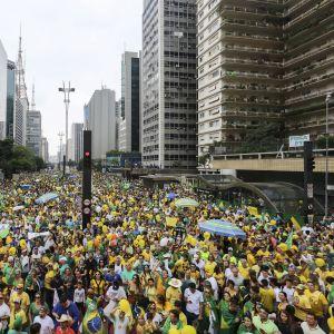 Sao Paulossa, Brasiliassa arviolta 1,4 miljoonaa ihmistä otti osaa presidentti Dilma Rousseffia vastustavaan protestiin.