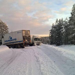 Liikenneonnettomuus valtatiellä 21 Muoniossa