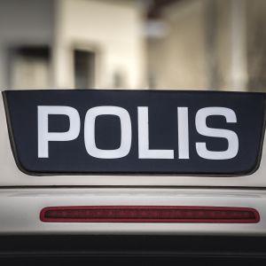 Poliisiauton vilkut.