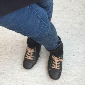 Jalat ristissä