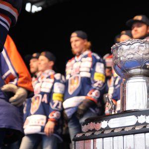 Kanada-malja Tapparan voitonjuhlien lavalla