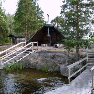 Karhusaaren laavu Lappeenrannan edustalla.