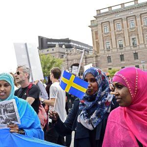 Ruotsi pakolaiset mielenosoitus.
