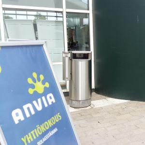 Anvian ylimääräinen yhtiökokous on alkamassa.