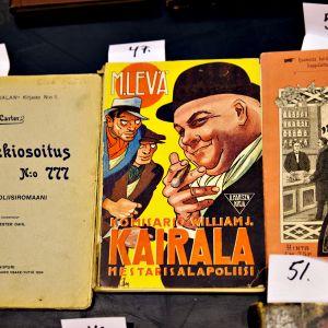 Vanhojen kirjojen kansia.