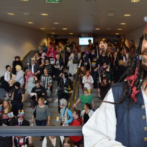 Kapteeni Jack Sparrowksi pukeutunut Animecon 2016-tapahtuman osallistuja.