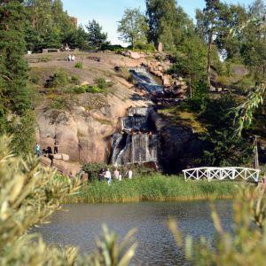 Sapokan vesipuisto Kotkassa vesiputouksineen.