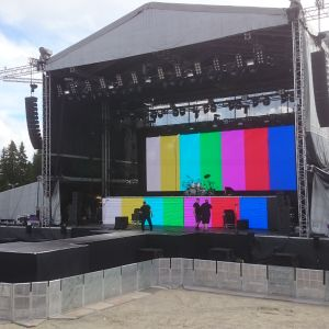 Rockin' Tahko -tapahtuman esiintymislava juuri ennen festivaalin alkua.