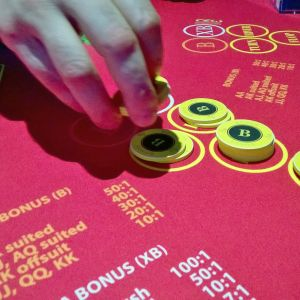 Pelipöytä RAY:n Feel Vegas -peliklubilla Rovaniemellä