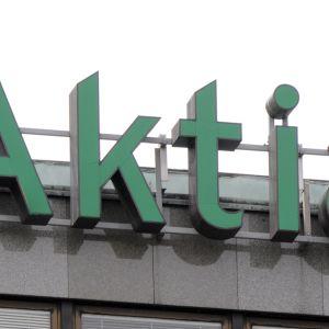 Aktia-tunnus rakennuksen julkisivussa.