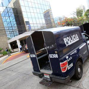 Panaman poliisi teki ratsian Mossack Fonsecan pääkonttoriin 12.4.2016.