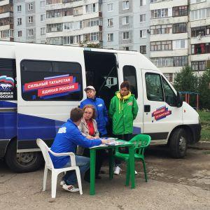 Valtapuolue Yhtenäinen Venäjä kampanjoi Kazanin kaupungin lähiössä Tatarstanissa syyskuun alussa.