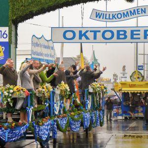 Oktoberfest alkoi lauantaina perinteisin menoin.