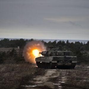 Wartofta panssarivaunukomppania taisteluammuntaharjoituksissa Gotlannissa.