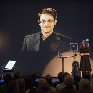 Edward Snowden palkittiin Norjassa 5. syyskuuta 2015 Bjorson-palkinnolla paljastuksistaan.