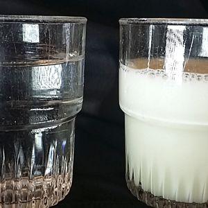 Lasillinen vettä ja maitoa