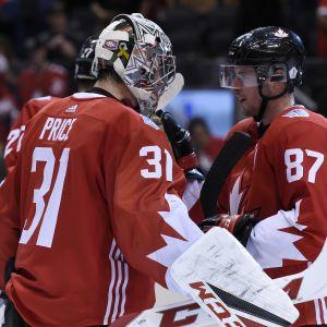 Sidney Crosby ja Carey Price juhlivat voittoa.