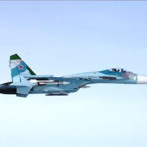 Venäläinen SU-27-hävittäjä.
