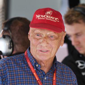 Niki Lauda Mercedeksen pilttuussa.