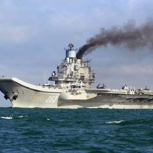 Kuvassa lentotukialus Amiraali Kuznetsov.
