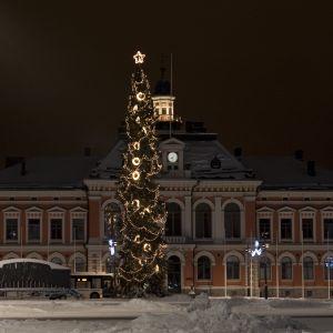 Joulukuusi  Kuopion torilla.