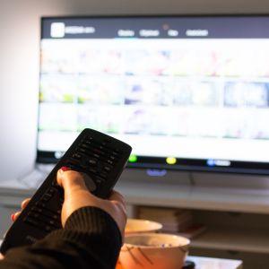 Televisio ja kaukosäädin