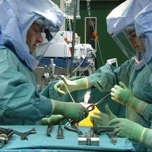 Tekonivelleikkaus Lapin keskussairaalassa