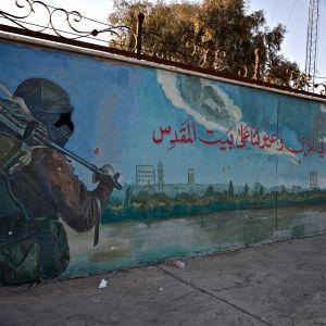 Isiksen voittokulkua kuvaava seinämaalaus Mosulin kaupungissa Irakissa.