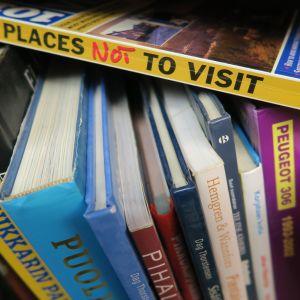 Kirjoja hyllyssä antikvariaatissa