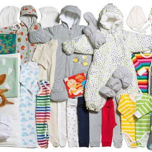 Äitiyspakkauksen vaatteita.