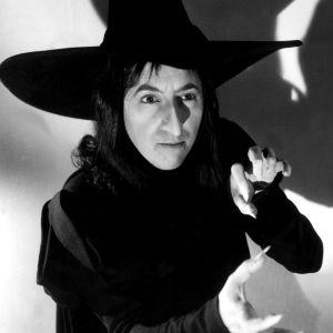 Näyttelijä Margaret Hamilton Lännen pahana noitana elokuvassa Ihmemaa Oz (1939).