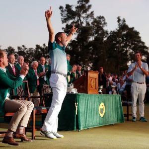 Sergio Garcia tuulettaa voittoa.