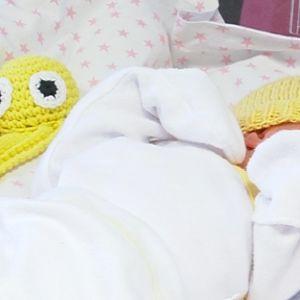Vauva ja turvalonkero.