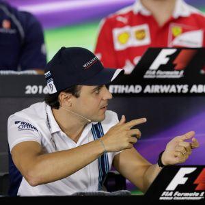 Felipe Massa ja Jenson Button Abu Dhabissa viime marraskuussa.