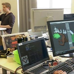 Pelialan opiskelijoita Oulu game Labissa.