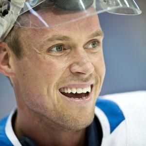 Pekka Rinne hymyilee.