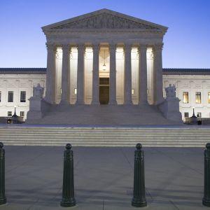 Yhdysvaltain liittovaltion korkeimman oikeuden rakennus Washingtonissa.