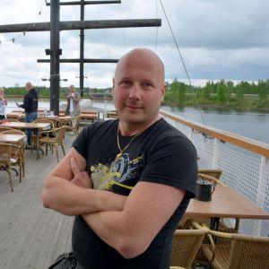Harri Kauhanen on Toivo-laivan ravintolayrittäjä.