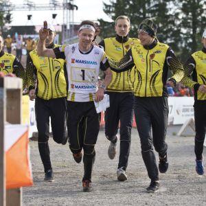 Tampereen Kooveen joukkue kuvassa