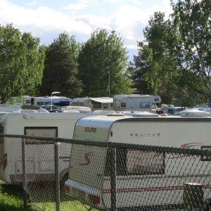 Ounaskosken leirintäalue oli lähes täynnä juhannuksena