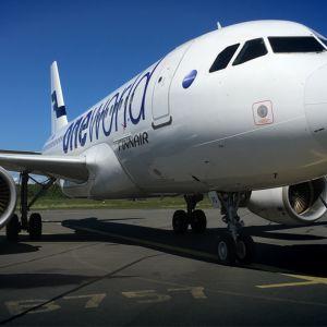 Finnairin Airbus A319 Lappeenrannan lentokentällä.