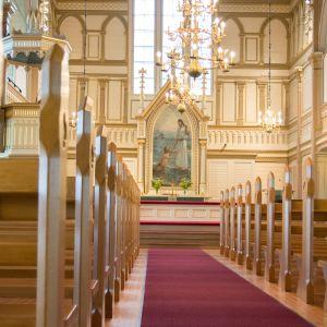 Näkymä Kajaanin kirkon aulasta.