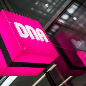 DNA teleoperaattorin logo.