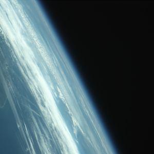 Aalto-yliopistossa kehitetyn Aalto-1-satelliitin avaruudesta lähettämä kuva.