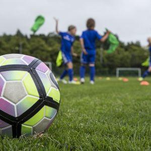 jalkapallo ja poikia